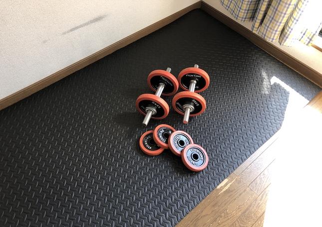 自宅トレーニング器具のダンベル