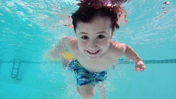 休日 水泳